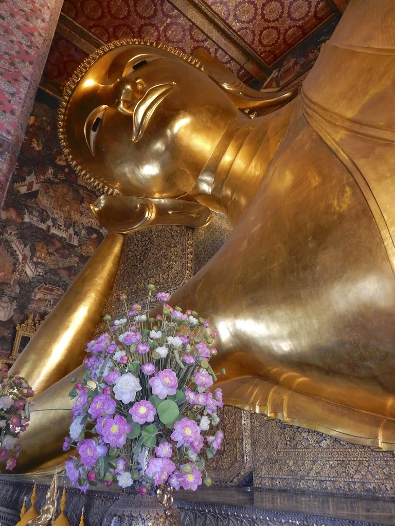Wat Pho, The White Temple, the Black House : Short Pilgrimages in Thailand